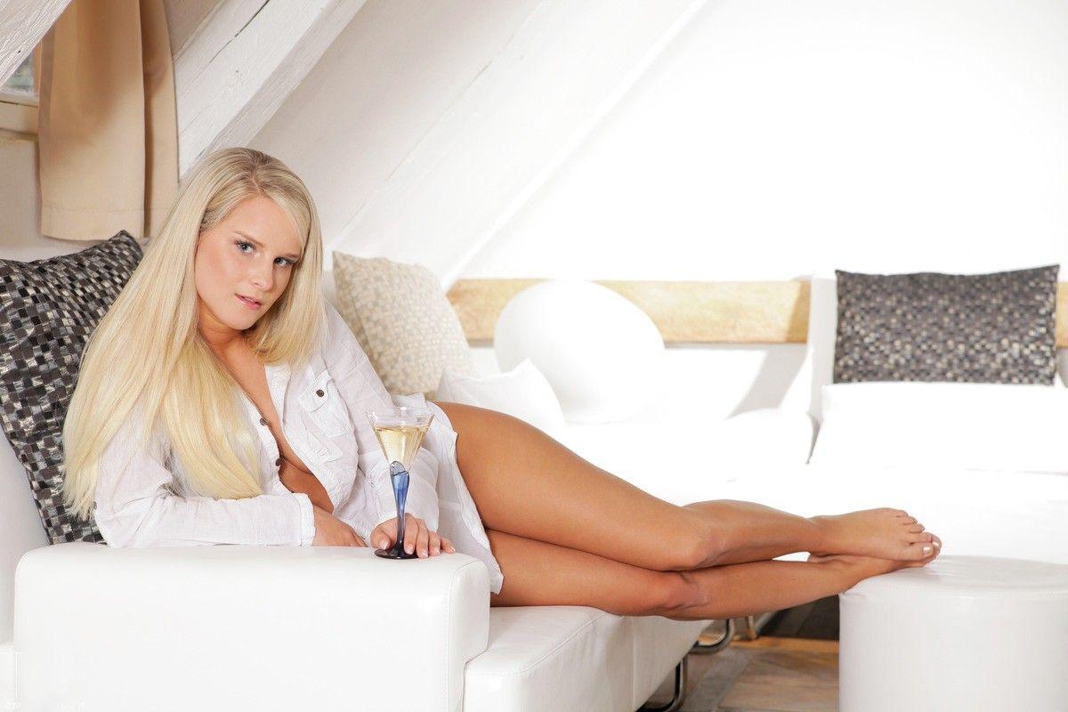 смотреть секс с молодой блондинкой